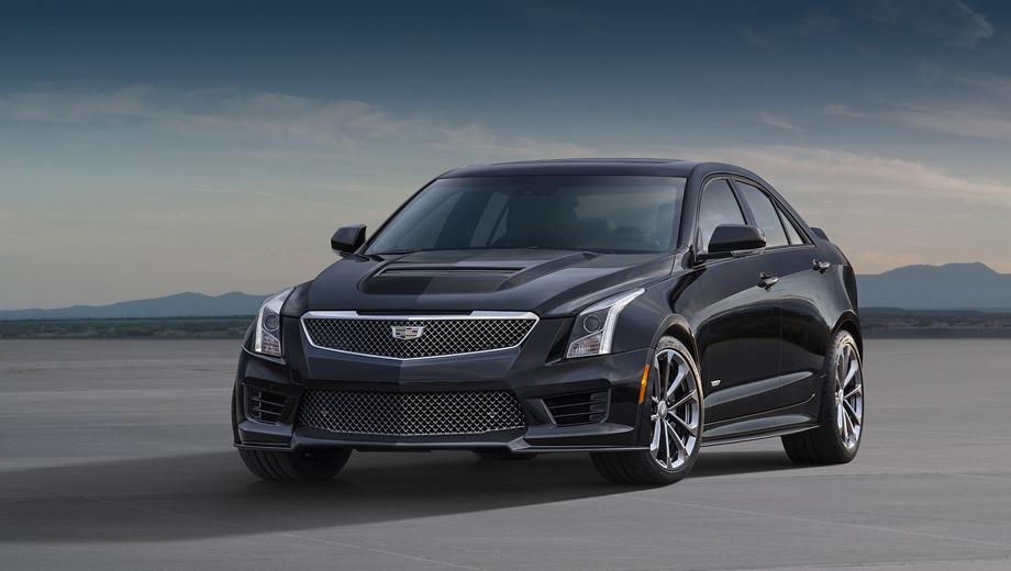 Cadillac ats,Cadillac ats-v. Модель ATS-V отличается от обычного ATS не только аэродинамическим пакетом или элементами декора. Например, капот тут из углепластика. Почти незаметно расширены крылья. Это сделано из-за увеличенной колеи и более широких шин.