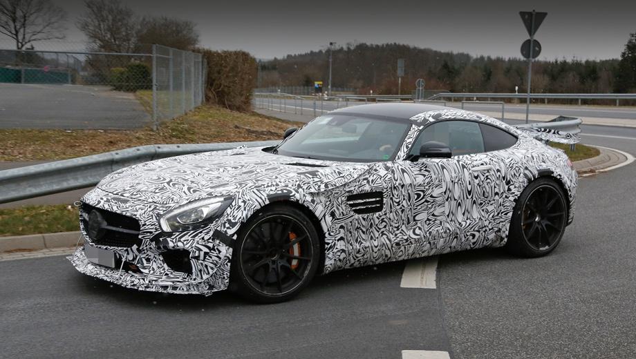 Mercedes amg,Mercedes amg gt. Огромный сплиттер и дополнительные аэродинамические элементы (канарды) — не только на бампере, но даже над колёсными арками, это говорит о том, что модификация серьёзно «заряжена».