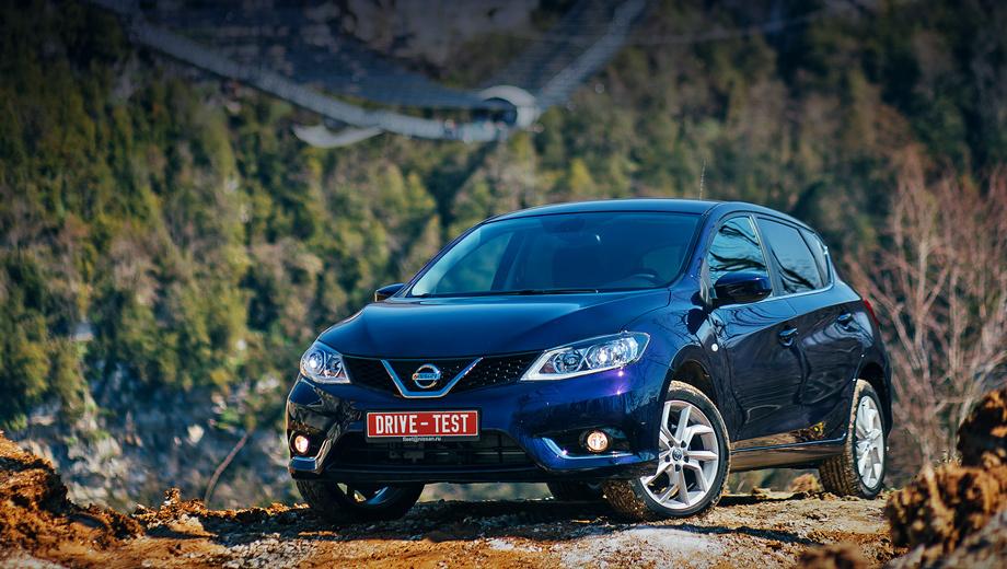 Nissan tiida. Заказы на Тииду в России принимают с середины марта. Цены — от 839 000 до 1 030 000 рублей. Скидка при покупке хэтчбека по программе утилизации — 50 тысяч рублей, в то время как за соплатформенный седан Sentra дают на 20 тысяч больше.