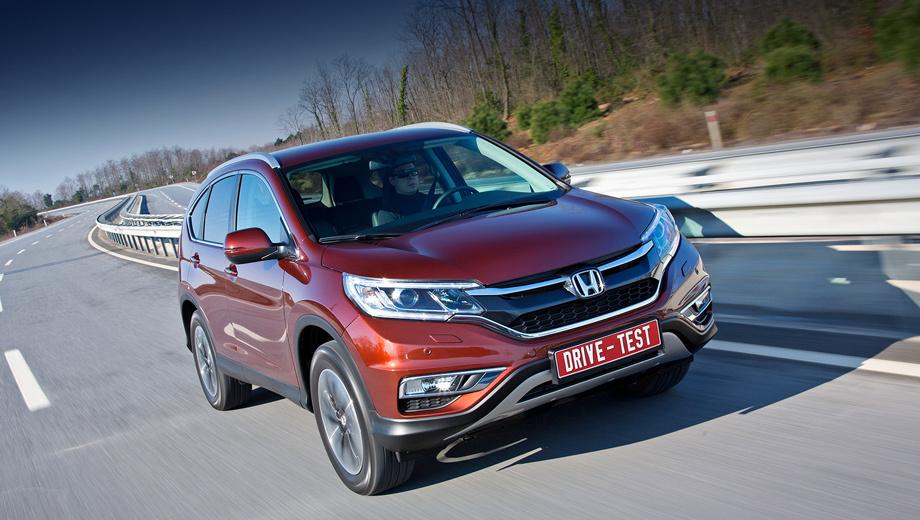 Honda cr-v. Воздухозаборники формируют модную ныне литеру Х. По периметру фар проложены гирлянды ходовых огней. Ближний свет — тоже светодиодный.