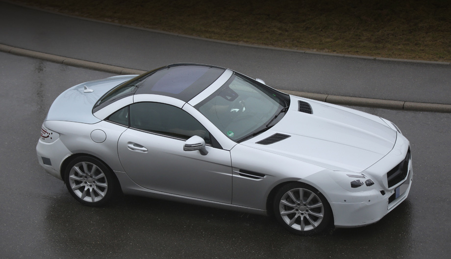Mercedes slk,Mercedes slc. Нынешний родстер относится к третьему поколению, оно дебютировало на Женевском автосалоне в 2011-м. Четыре года — как раз середина жизненного цикла, самое время менять облик.
