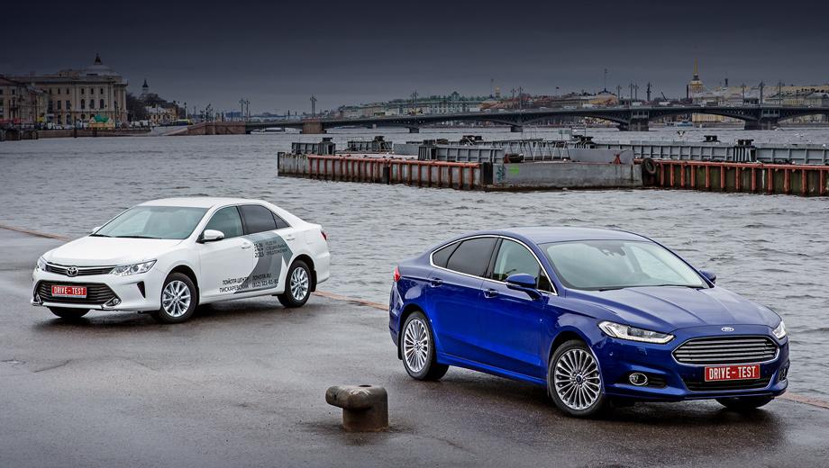 Ford mondeo,Toyota camry. Заказы на Mondeo уже принимаются: цены варьируются от 1 149 000 рублей до 1 799 000. И никаких дизелей или пятидверных модификаций. Обновлённая Toyota дороже: 1 295 000–1 878 000 рублей.