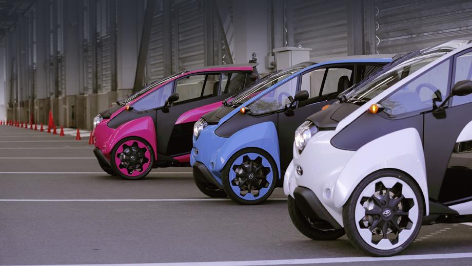 Toyota i-road. По замыслу, двухместному «ай-роуду» должно хватать 50-километрового запаса хода на одной зарядке.