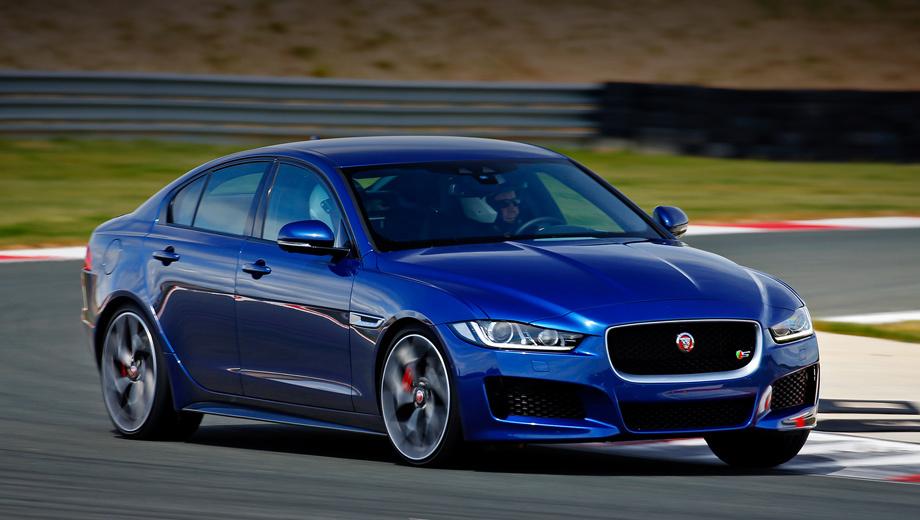 Jaguar xe. В России Jaguar XE окажется в июле — со 180-сильным дизелем, бензиновой «турбочетвёркой» 2.0 (200 и 240 сил), мотором 3.0 V6 от «эф-тайпа» (340 л.с.) и только с восьмиступенчатым «автоматом». Цены объявят к лету, дилеры рассчитывают на 2,5 млн рублей минимум.
