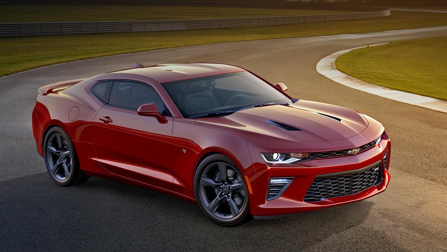 Chevrolet camaro. Модель осталась узнаваемой как анфас, так и сзади, но выглядит современнее. Пожалуй, это определяющий фактор успеха. На фото — версия SS.