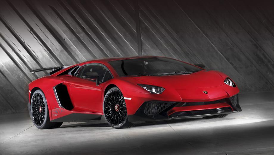 Lamborghini aventador,Lamborghini aventador sv. Напомним, что Aventador SuperVeloce оснащён «атмосферником» V12 6.5 (750 л.с. и 690 Н•м), полным приводом и семиступенчатым «роботом». А ещё эта версия на 50 кг легче базового Авентадора.