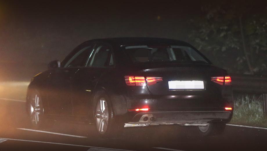 Audi a4. На этом снимке машина ещё в камуфляже, хотя и минимальном. Можно оценить светящиеся «скобки» в фонарях.