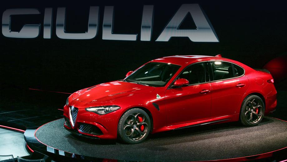 Alfaromeo giulia. «Это итог нашего 105-летнего опыта», — говорит компания Alfa Romeo о своём новом детище. Однако опыт Maserati и Ferrari в этом проекте тоже пригодился. Кстати, на Джулии дебютировала обновлённая эмблема марки.