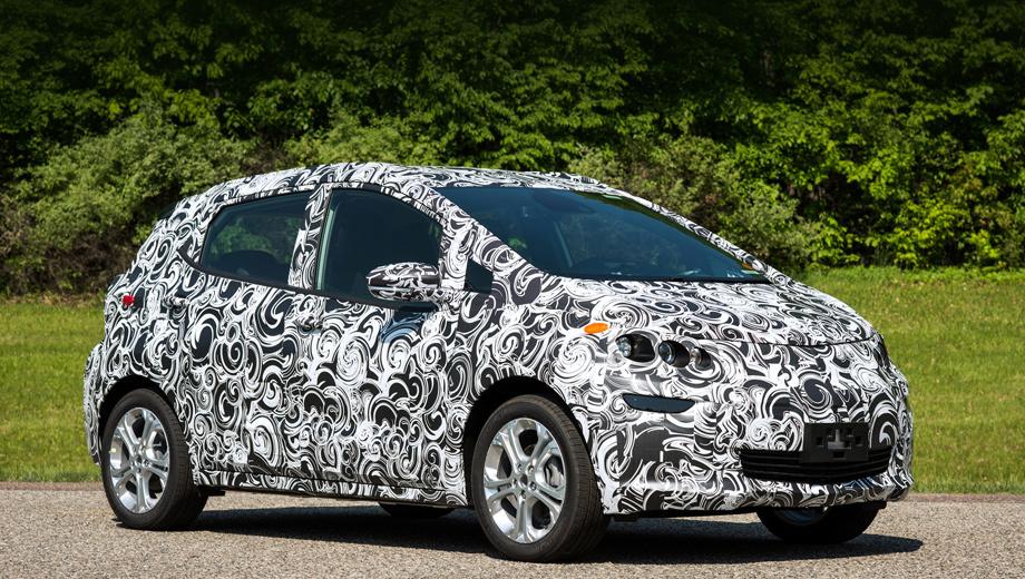 Chevrolet bolt. На прототипе скорректированы вся передняя часть и задние боковые двери. Колёсные диски меньше по диаметру, чем на шоу-каре, дверные ручки стали обычными.