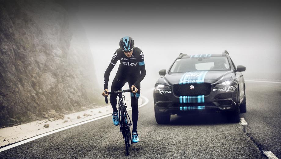 Jaguar f-pace,Jaguar e-pace. Кроссовер F-Pace сбросит камуфляжную плёнку осенью во Франкфурте. Пока можно посмотреть на предсерийный прототип, выступивший в роли машины поддержки британской команды Team Sky на престижной велогонке Тур де Франс.