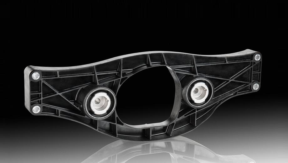 Mercedes s. Новая часть заднего моста сделана из армированного полиамида. Деталь удовлетворяет всем требованиям безопасности при столкновении, демонстрирует хорошие показатели в области NVH (шумы, вибрации, жёсткость), не теряет своих свойств при повышенной температуре.