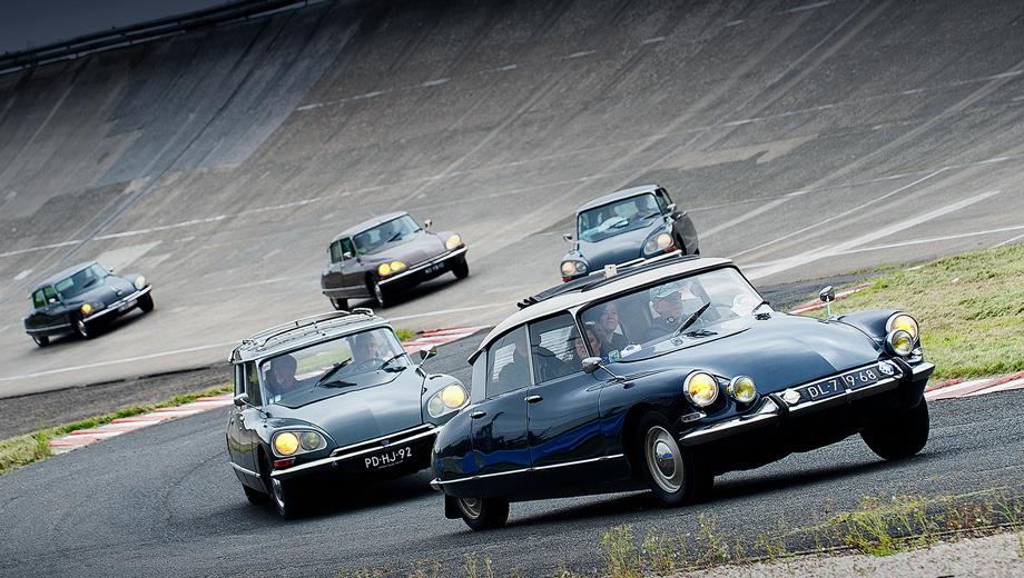 Citroen ds. Модели Citroen DS первой волны выпускались 20 лет (1955–1975 гг.). За этот период было произведено 1 455 746 автомобилей. Неудивительно, что крупные фестивали по сей день собирают несколько сотен машин со всего света.