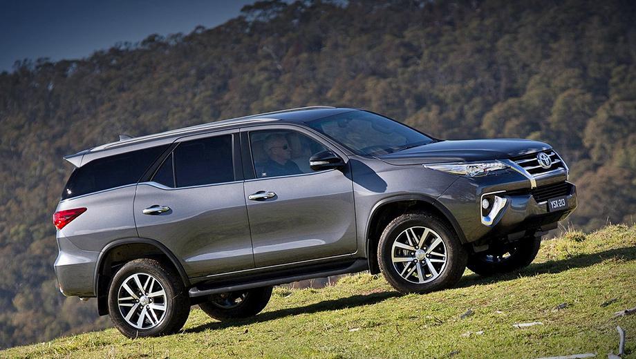 Toyota fortuner. В старшей версии внедорожника покупатели получат полностью светодиодные фары. (Сзади светодиоды использованы в стоп-сигналах.)