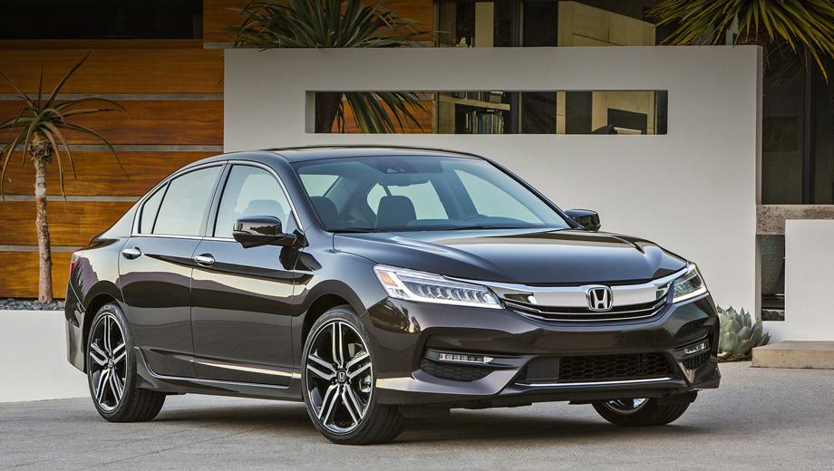 Honda accord. Выпускать рестайлинговые Аккорды будут на том же заводе в Мэрисвилле (штат Огайо), где собирают дореформенные машины.