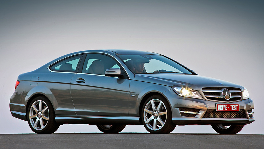 Mercedes c,Mercedes c coupe,Mercedes c 63 amg coupe. Имиджевую составляющую купе с заводским индексом C204 мерседесовцы оценили в 180 тысяч рублей — на столько оно дороже эквивалентного седана C-класса (W204). Универсал (S204), по-моему, не менее красив и на 40 тысяч дешевле.