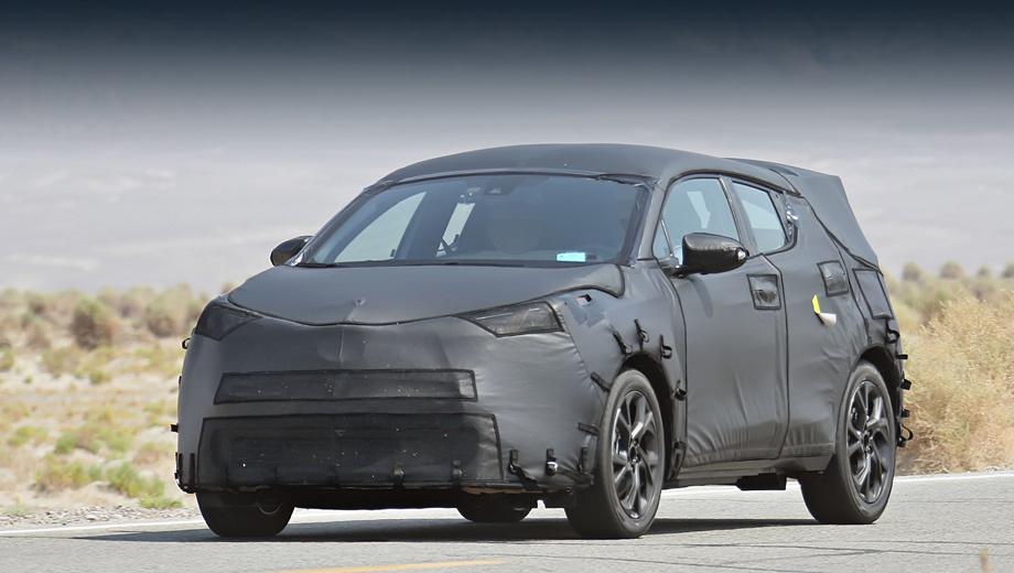 Toyota c-hr,Toyota auris cross. Черты концепта проглядывают в форме решётки радиатора и высоко расположенных сильно вытянутых фарах (указатели поворота оказались почти над передней осью).