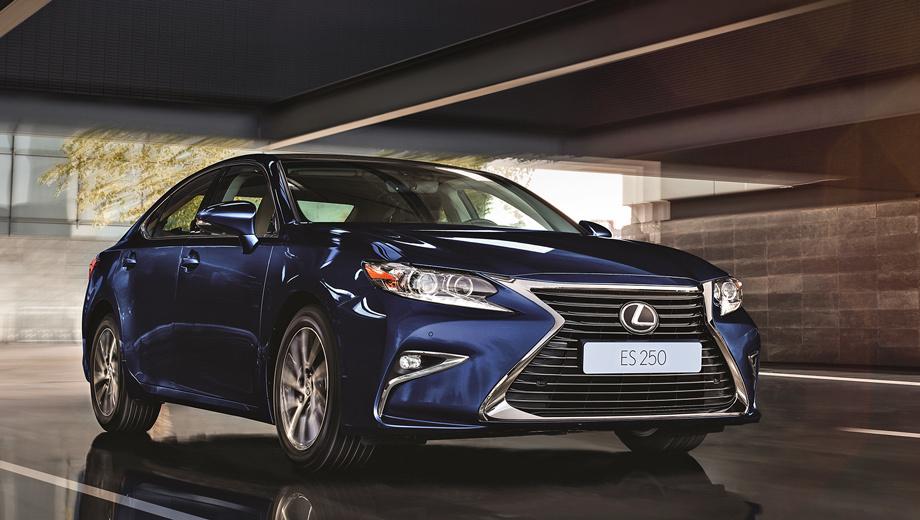 Lexus es. Производитель заявил, что у седанов Lexus ES улучшена шумоизоляция. До 100 км/ч базовый ES 200 разгоняется за 11,6 с. Максимальная скорость — 200 км/ч.