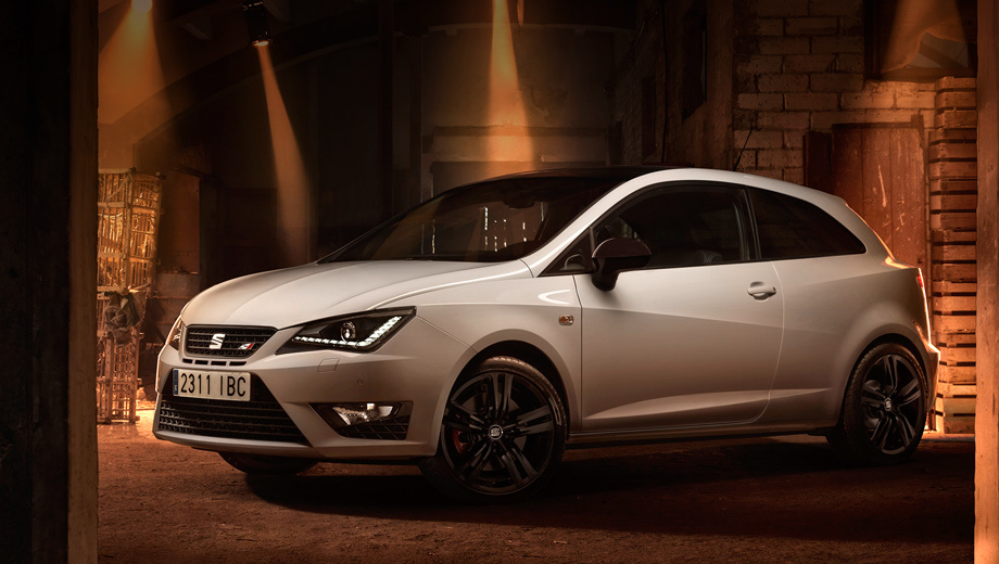 Seat ibiza cupra. Публичный дебют новинка справит в рамках мотор-шоу во Франкфурте уже через пару недель. В продажу в Европе автомобиль поступит до конца этого года.