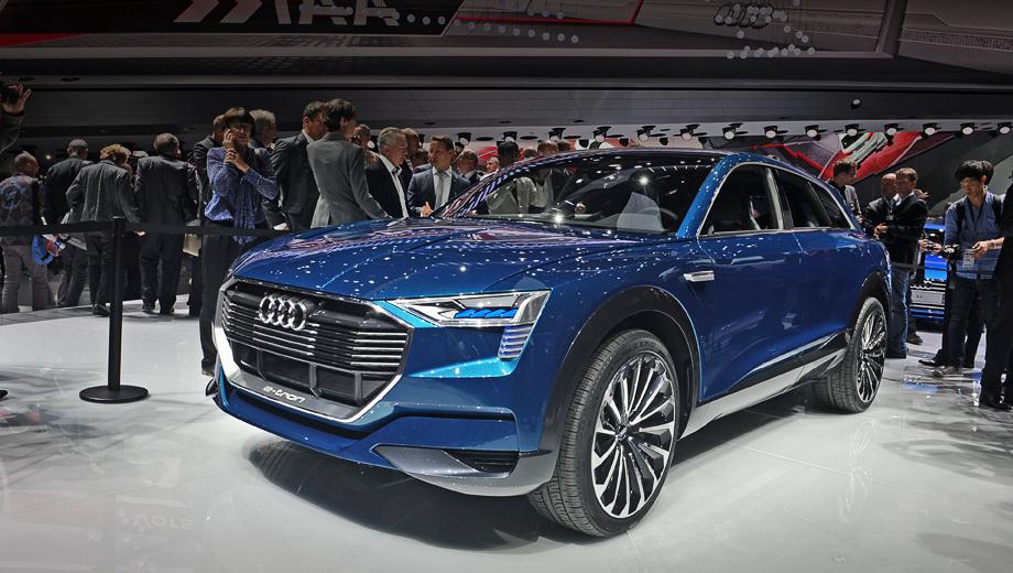 Audi e-tron quattro,Audi concept. В головной оптике использована комбинация технологий Matrix laser, LED и OLED — это лазерные и светодиодные источники, в том числе сверхтонкие органические, которые в будущем получат независимое управление (Matrix OLED).