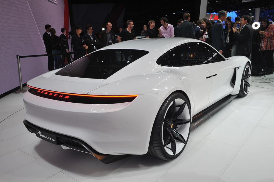 Электромобиль Porsche Mission E научился понимать водителя