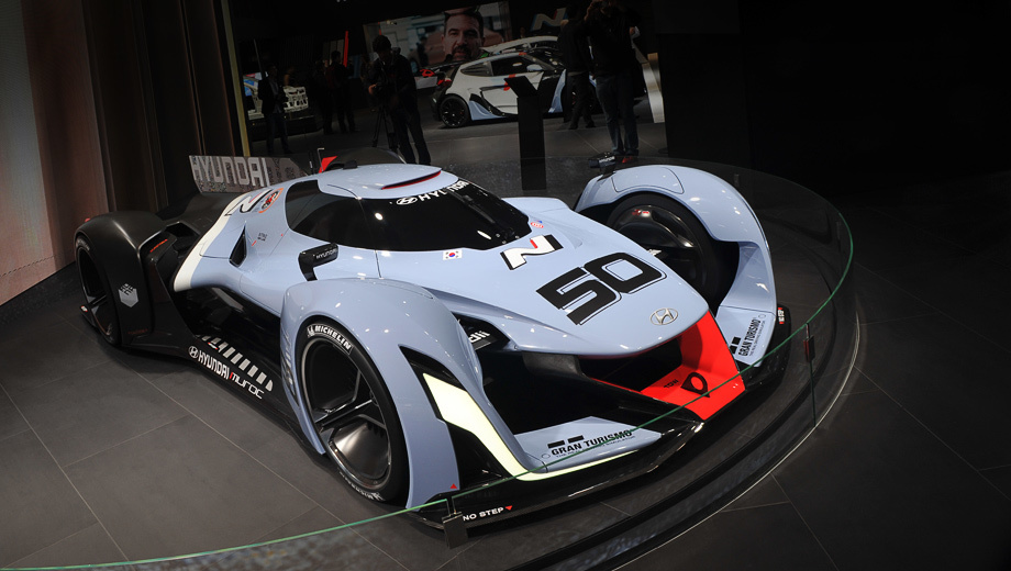 Hyundai N 2050 vision,Hyundai concept. Аэродинамика машины, в частности форма днища, рассчитана так, чтобы генерировать большую прижимную силу без гигантского антикрыла. Ещё тут есть аэродинамический тормоз.