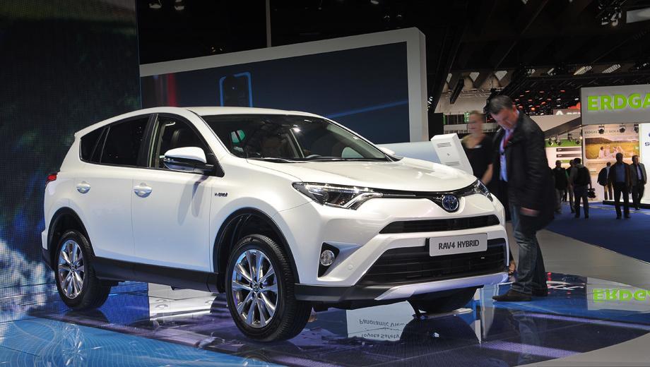 Toyota rav4,Toyota rav4 hybrid. Первый компактный гибридный кроссовер Тойоты в полноприводной модификации готов буксировать прицеп массой до 1,65 т.