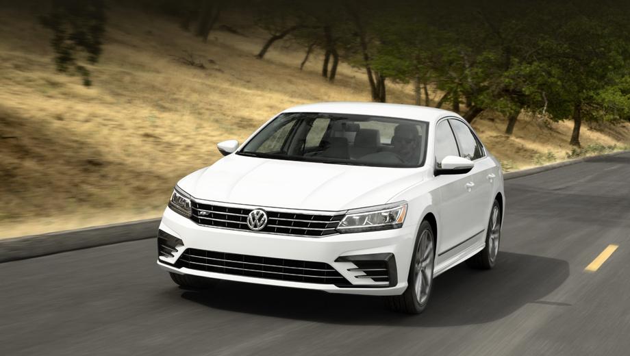 Volkswagen passat. Впервые в США предложен Passat в обвесе R-Line. У него оригинальные бамперы, пороги, диффузор и 19-дюймовые колёсные диски Salvador цвета антрацит. Именно R-Line заметнее всего отличается от дореформенной версии.