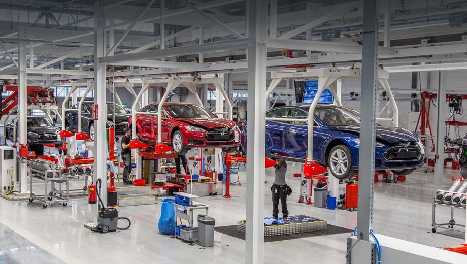 Tesla model s,Tesla model x. Предприятие в Тилбурге, где первая очередь заработала два года назад, занимается отвёрточной сборкой из машинокомплектов, поставляемых из-за океана.