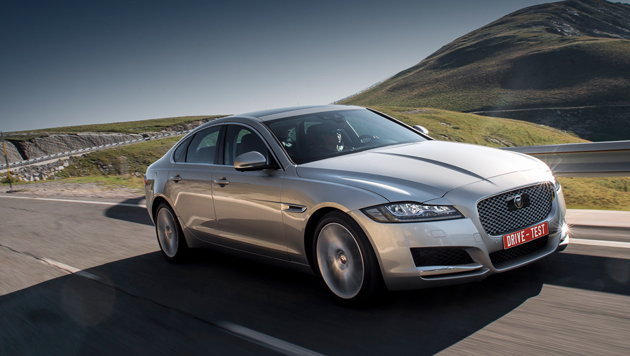 Jaguar xf. На выбор несколько исполнений: Pure и Prestige попроще, Portfolio и S — топы, R-Sport со спортивным уклоном. В России самые мощные двигатели V6 положены только «эскам». Цены будут объявлены 17 октября.