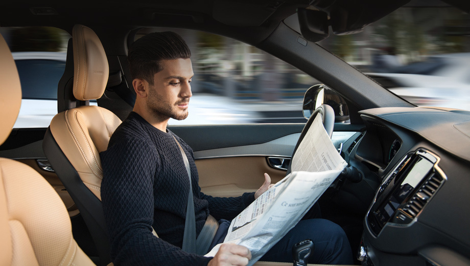 Volvo xc90. Шведы уверяют, что новый интерфейс автопилота интуитивно понятен и удобен для быстрого переключения из автономного режима в обычный и наоборот.