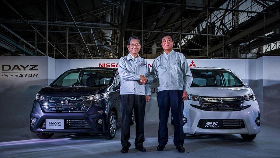 Mitsubishi ek,Mitsubishi ek-wagon,Nissan dayz. На фото образца 2013 года: председатель совета директоров Mitsubishi Осаму Масуко (справа) и тогдашний президент Ниссана Тошиюки Шига представляют «совместные» кей-кары.