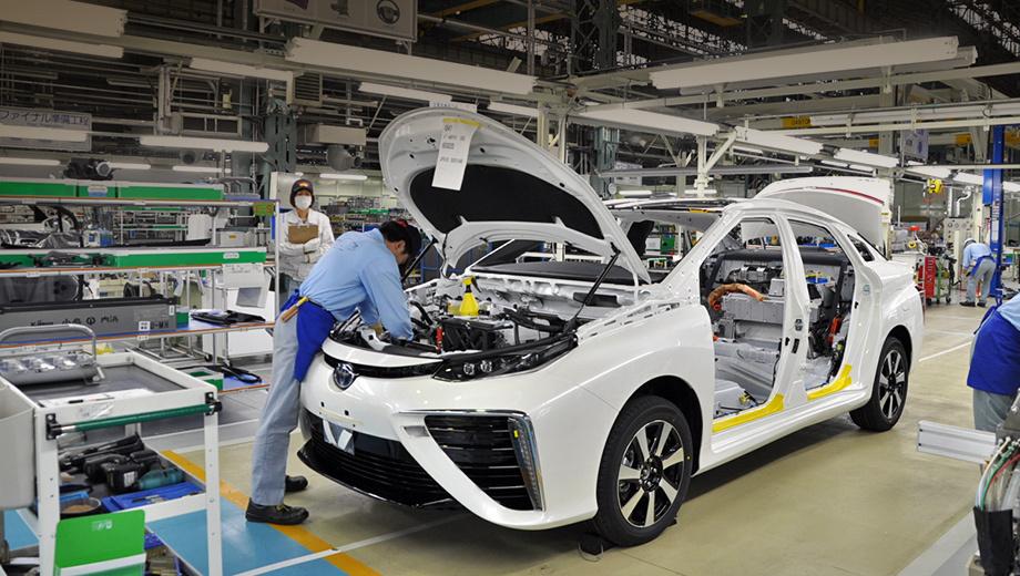 Toyota mirai. В этом году водородный седан Toyota Mirai будет выпущен тиражом 700 экземпляров. Заказов поступило в два раза больше. К 2020-му Toyota планирует ежегодно продавать 30 000 автомобилей на топливных элементах, в том числе автобусов.