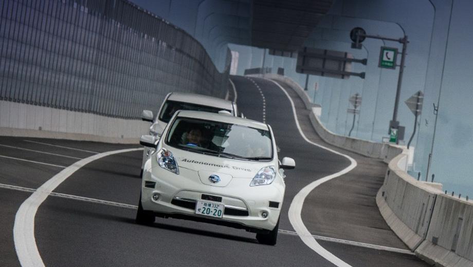 Nissan leaf. На фото представлен автономный Nissan Leaf до модернизации. Реформа коснулась не только технической начинки — поменялось название всего направления. Теперь это не Autonomous Drive, а Nissan Intelligent Driving.