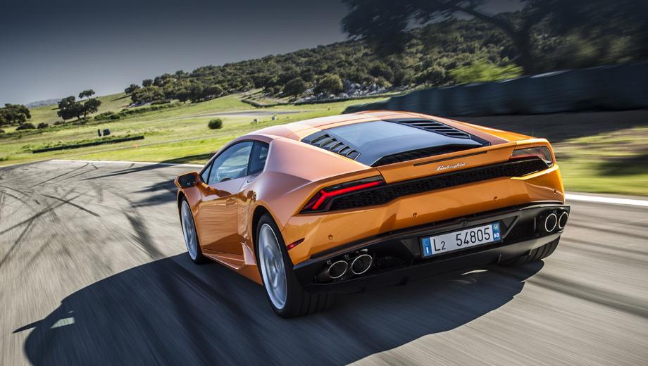 Lamborghini huracan. Стандартный Huracan (на фото) — полноприводный, с мотором на 610 л.с. (560 Н•м) и семиступенчатым «роботом». Внешне новая версия может отличаться бамперами и расположением выхлопных патрубков.