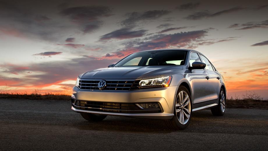 Volkswagen passat. Американский Passat был обновлён в сентябре. Кроме бензиновых «турбочетвёрки» и «шестёрки» в его гамму по идее входит и злополучный двухлитровый дизель. Но до решения проблемы с его выбросами выпускать такой вариант не будут.
