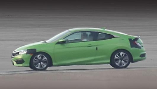 Honda civic. Машину снимали с большого расстояния, так что качество снимков оставляет желать лучшего.