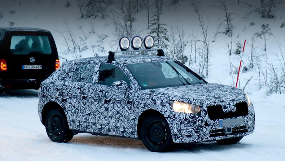 Audi q1,Audi q2,Audi q5,Audi q6. Ранее об этом кроссовере говорили, как о Q1, но Audi, судя по всему, удалось решить с главой FCA вопрос прав на шильдик Q2 — теперь немцы объявили именно о таком обозначении нового автомобиля. Индекс Q1 останется в запасе для ещё меньшей модели.