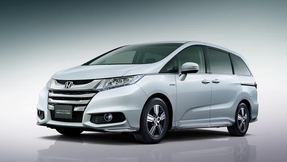 Honda odyssey. Даже странно, что модель Odyssey, выпускающаяся аж с 1994 года, получила двоякодвижимую модификацию только сейчас, в пятом поколении. Напомним, первая гибридная Honda, компакт Insight, увидела свет в 1999-м.