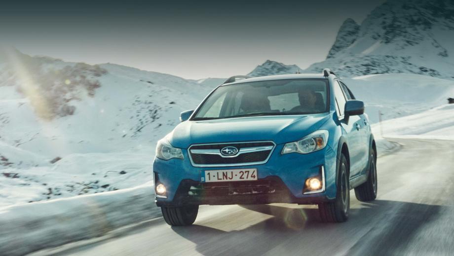 Subaru xv. Изменённый бампер проще опознать по выступам около номерного знака и хромированным клыкам около противотуманок.