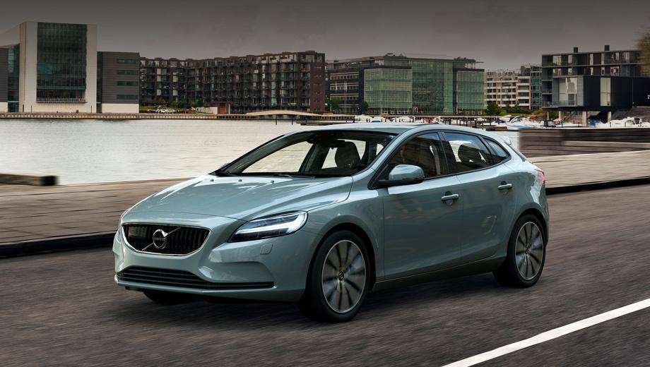 Volvo v40,Volvo v40 сross сountry. Полностью новый хэтчбек V40 придётся ещё подождать, а пока перед нами — нынешнее поколение, чей облик вольвовцы подогнали под стиль последних моделей марки (серии 90, в частности). На фото показана комплектация Momentum.