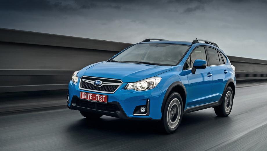 Subaru xv. Рестайлинговый XV легко узнать по бамперу с видоизменённым воздухозаборником и хромированными уголками возле противотуманок. Ксеноновые фары ближнего света всё ещё рефлекторные, но в течение года их заменят светодиодной оптикой. Голубой цвет — обновка.