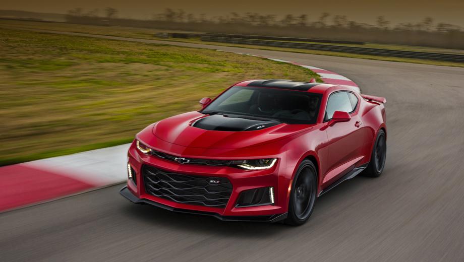Chevrolet camaro,Chevrolet camaro zl1. Все новые аэродинамические элементы (сплиттер, пороги, антикрыло) ZL1 — не просто украшение. Они проходили доводку в аэродинамической трубе в течение 100 часов. Передние крылья шире, чем у «исходника».