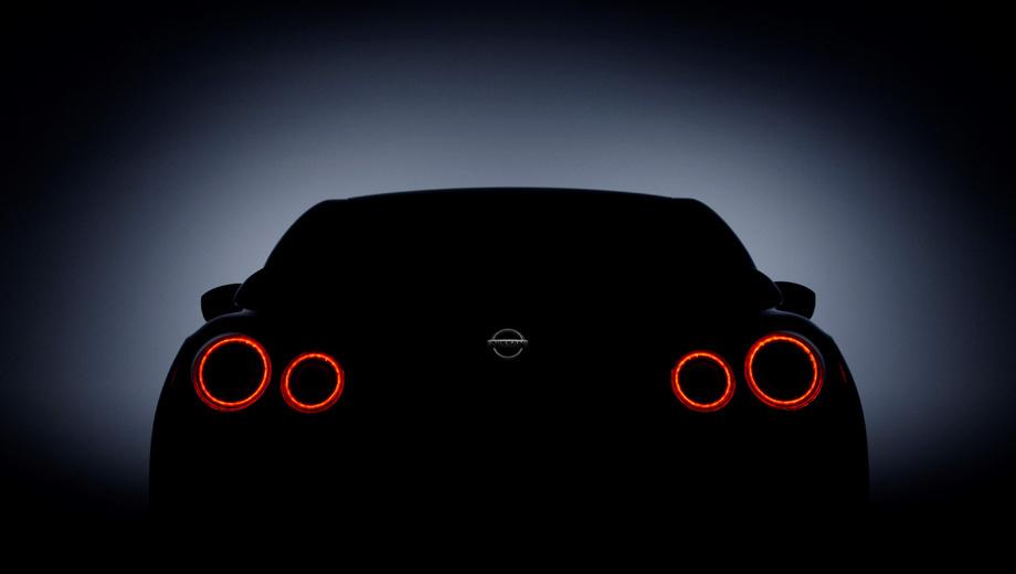 Nissan gt-r. Корма «джи-ти-ара» не позволяет разглядеть деталей. Впрочем, радикальных изменений во внешности машины не предвидится, они будут по большей части косметическими.