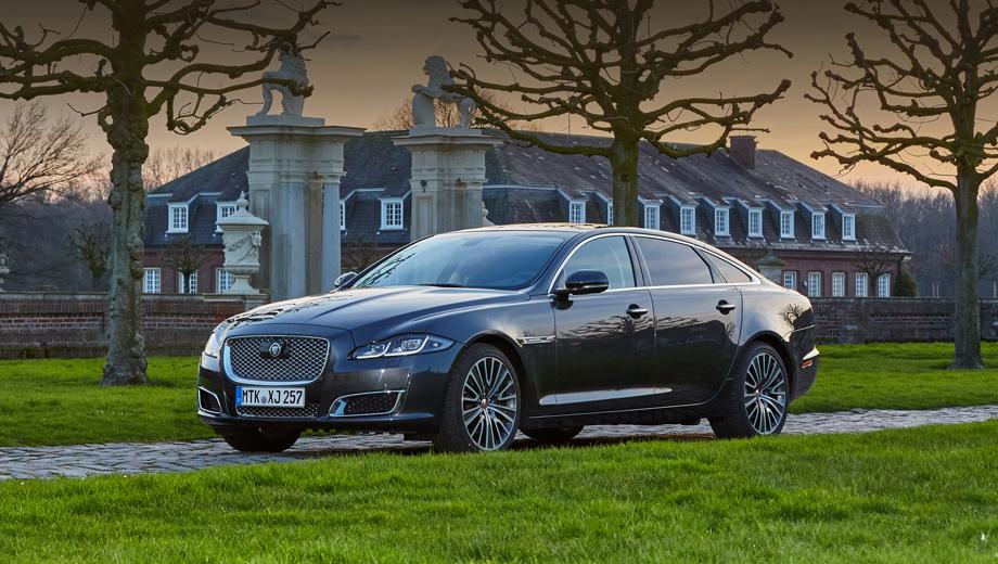Jaguar xj. Нынешнее, пятое поколение XJ пережило большой рестайлинг в 2015-м (на фото версия Autobiography), но на свет появилось в далёком 2009 году.