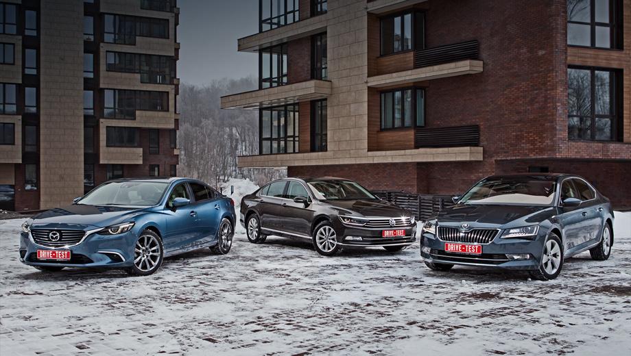 Mazda 6,Skoda superb,Volkswagen passat. Без учёта опций Volkswagen Passat стоит 1 329 000−2 079 000 рублей, Skoda Superb ― от 1 249 000 до 2 416 000, а Mazda 6 ― 1 224 000−1 699 600. В России из этой троицы полноприводной может быть только Skoda — минимум 2 061 000 рублей.