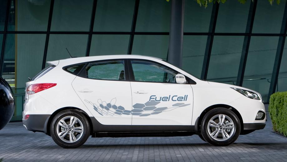 Hyundai ix35 fuel cell. Паркетник ix35 Fuel Cell может быть окрашен в белый, серебристый, тёмно-синий. У преемника палитра будет заметно расширена.