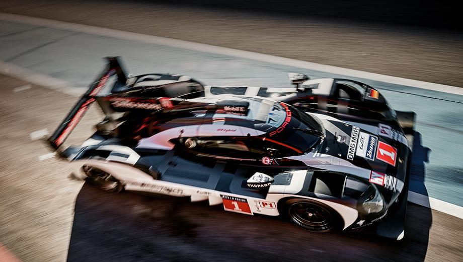 Porsche 919. Гонщики Porsche будут защищать чемпионский титул на машинах в новой боевой раскраске с номерами «один» (Тимо Бернхард, Брендон Хартли, Марк Уэббер) и «два» (Ромен Дюма, Нил Яни, Марк Либ).
