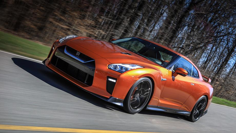 Nissan gt-r. Изменились: капот, решётка (теперь V-motion), бамперы, светотехника. Коэффициент аэродинамического сопротивления, однако, остался прежним — 0,26. В палитру цветов кузова добавлен оранжевый колер Blaze Metallic (на фото). Новыми являются и 20-дюймовые диски из кованого алюминия с 15 спицами.