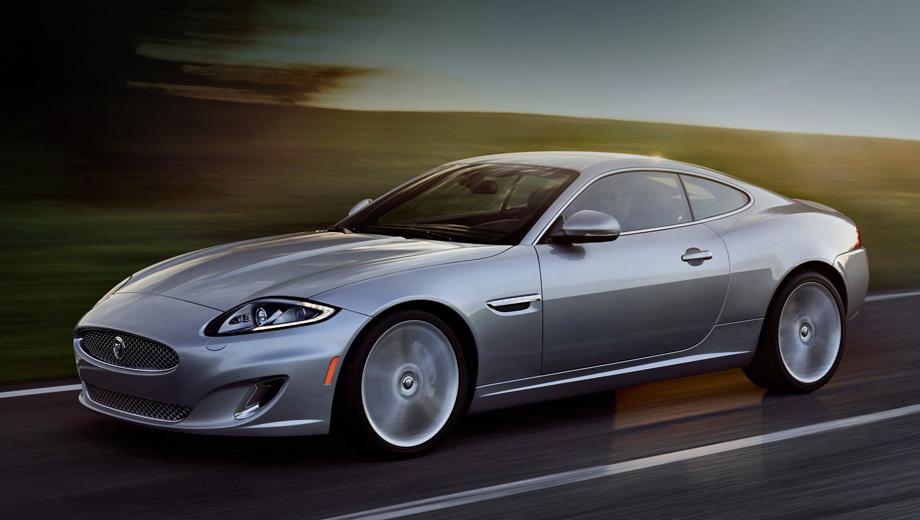 Jaguar xk. Все «икс-кеи» были заднеприводными. Базовое купе оснащалось двигателем V8 (385 л.с., 515 Н•м). Отдача версий XKR и XKR-S составляла 510 л.с., 625 Н•м и 550 л.с., 680 Н•м. Двухдверки оснащались шестиступенчатым «автоматом». Самая мощная модификация разгонялась до сотни за 4,4 с. Модель F-type SVR выполняет это упражнение за 3,7.