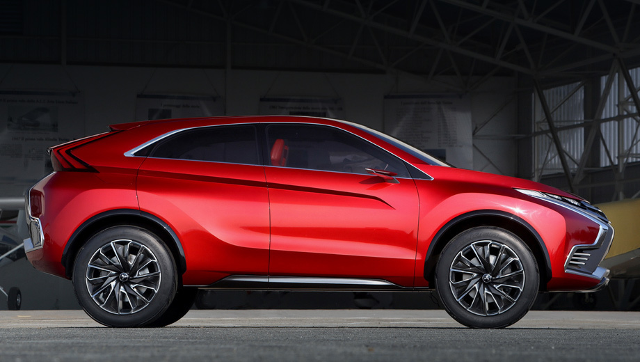 Mitsubishi outlander,Mitsubishi mirage. Гибридный концепт Mitsubishi XR-PHEV II, представленный в феврале 2015 года, сейчас видится основным кандидатом на пост нового кроссовера. Другой свежий шоу-кар, электрический Mitsubishi eX, не подходит на эту роль по размеру.